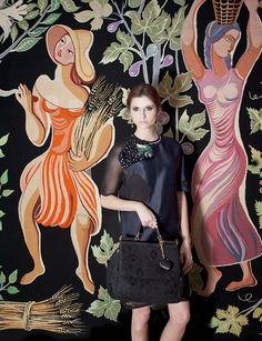 """Susana Jacobetty: LOJA DAS MEIAS / CHRISTMAS SPECIAL OBRA """"Four Seasons"""" de Sarah Afonso  Vestido Fendi, anéis Ana Calheiros, carteira Dolce&Gabbana.  #fslisbon #fashion #photoshoot"""