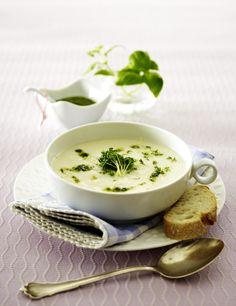 Unser beliebtes Rezept für Kohlrabi-Suppe mit Kresse und Kräuterpesto und mehr als 55.000 weitere kostenlose Rezepte auf LECKER.de.