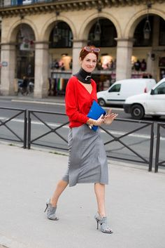 Taylor Tomasi Hill The red-head with a quirk in her step. as well as her style Taylor Tomasi, Milan Fashion Weeks, New York Fashion, Paris Fashion, Street Fashion, Grey Fashion, Look Fashion, Female Fashion, Stockholm Street Style