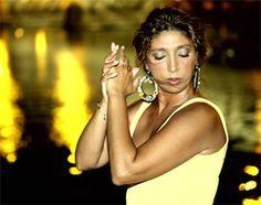 Esperanza Fernández es una de las artistas maś relevantes del #flamenco actual. Formará parte del programa de la XXXIII Noche Flamenca de Campanario (Badajoz) el sábado 28 de abril de 2012.