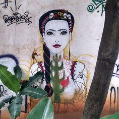 Meio Frida, meio ninfa. Half Frida, half nymph.