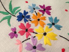 Vintage Hand Embroidered White Linen Tablecloth PRETTY FLOWERS and 2 Tray Cloths