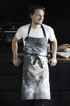 ByNord bakers apron, dark background with image of a loaf of bread. cotton, good gift for a cook or baker. Cafe Uniform, Pizza Chef, Baker Man, Bread Shop, Portrait Poses, Portraits, Sharp Dressed Man, Pastry Chef, Work Wear