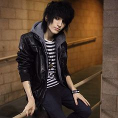 Johnnie Guilbert is just perfect... And beautiful... Very beautiful.