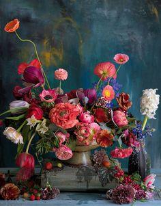 Arrangement using magnolias tulips ranunculus poppies roses carnations hyacinths delphiniums anemones blue grape hyacinths and strawberries Beautiful Flower Arrangements, Fresh Flowers, Floral Arrangements, Beautiful Flowers, Exotic Flowers, Hd Flowers, Bouquet Flowers, House Beautiful, Land Art