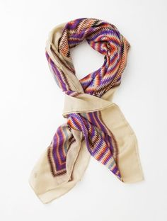 This light scarf has a multi-colored zig-zag graphic print, with a subtle sheen adding a sophisticated accent.