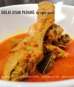 Sejak tahu Zara anakku doyan banget sama Gulai Padang. Saya jadi tertantang untuk mencari resep Gulai Padang yang berwarna merah keemasan ini. Beberapa res
