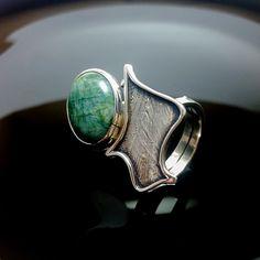 Sterling Silver Ring, UNIQUE RING, Handmade Silver Rings, Silver Jewelry, Moon Ring, Esmerald Stone de ALEXREDONDOJEWELS en Etsy