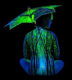 Bamboo Mist - Painting with UV body paint under the illumination of the black light - John Poppleton is photographer and artist that creates sensational works of art painted directly on the human body. Space Painting, Light Painting, Painting Art, Neon Painting, Painting Tattoo, Kunst Party, Define Art, Electric Forest, Landscape Pictures
