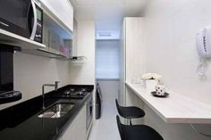 Cozinha de um apartamento, de 49 m². Projeto de Karla Amaral Madrilis.