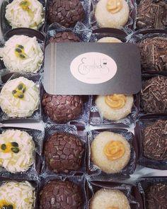 Nada mal para um pós feriado no meio da semana né? 😋  #encantadosbrigaderia #brigadeirosgourmet #brigadeirosartesanais #docesfinos #brigadeiro #chocolate #festa #presentes #lembranca #aniversario #casamento #noivas #foodpic #foodporn #sicao #barrycallebaut #quesejadoce #cozinhandocomamor  #braziliandessert #sobremesa #saopaulo #abc #brasil  Yummery - best recipes. Follow Us! #foodporn