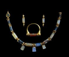 Jewelry belonging to Lady Enid Layard made from ancient cylinder-seals from Mesopotamia (ranging from 2200 and 350 BC, Akkadian, Assyrian, Babylonian and Persian) in Victorian gold setting (British Museum) Ethnic Jewelry, Old Jewelry, Modern Jewelry, Jewelry Art, Antique Jewelry, Vintage Jewelry, Jewelry Design, Jewelry Making, Viking Jewelry