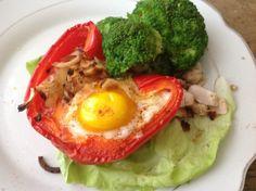 pieczona papryka z jajkiem danie na śniadanie