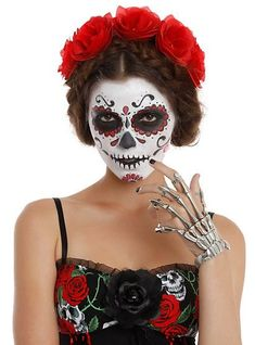 Are you looking for inspiration for your Halloween make-up? Browse around this website for creepy Halloween makeup looks. Halloween Makeup Sugar Skull, Sugar Skull Costume, Creepy Halloween Makeup, Classic Halloween Costumes, Halloween Kostüm, Vintage Halloween, Sugar Skull Makeup Tutorial, Day Of Dead Makeup, Costume Makeup