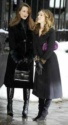 One of my favorite shows Sex & the City features beautiful clothing and high fashion. Here Carrie Bradshaw and Charlotte Yorke each sport long leather gloves similar to those made by Ines. Gloves Fashion, Fashion Tv, Fitness Fashion, Fashion Models, Autumn Fashion, Fashion Outfits, High Fashion, Fitness Men, Fitness Clothing