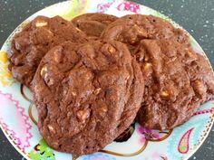 Ken je de triple chocolate cookie van de AH To Go? Nee? Houden zo. Veel te verslavend. Ik vind mijn eigen baksels eigenlijk altijd lekker...
