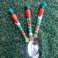 Chegando as cenouras para enfeitar seu ovo de Páscoa #pascoa2016 #pascoa #chocolate #ovodecolher #camposdosgoytacazes #colheresdecoradas #instagram #instafood #egg #carrot #easter #inox #tramontina #colheresbordadas