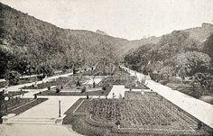 Jardins posteriores do Palácio da Guanabara, vendo-se ao fundo a montanha do Corcovado. Rio de Janeiro, setembro de 1920.