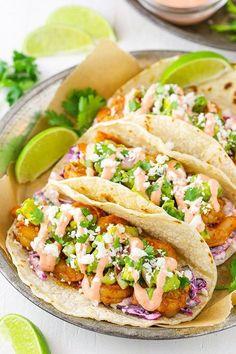 This Spicy Sriracha Shrimp Tacos recipe is so easy and tasty! It has a little slaw, shrimp, chunky guacamole & sriracha sauce. Talk about addictive tacos! Shrimp Taco Recipes, Fish Recipes, Mexican Food Recipes, Easy Shrimp Tacos, Grilled Shrimp Tacos, Spicy Fish Tacos, Recipes Dinner, Dinner Ideas, Tasty