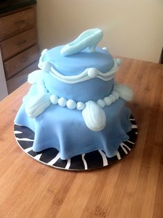 Cinderella birthday cake I made for kid's 4th birthday.