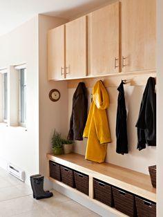 Home Decor Modern Hall. エントランスのインテリアコーディネイト実例 Mudroom Cubbies, Mudroom Laundry Room, Bench Mudroom, Mudroom Cabinets, Cupboards, Coat Storage, Storage Baskets, Porch Storage, Entryway Storage