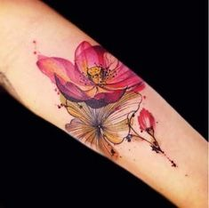 When it comes to tattoo ideas for women,we often prefer floral tattoos design. Colorful flower tattoos will make you tattoos look so bright and impressing in people.These colorful flower tattoos are so pretty and showing your individuality. Neue Tattoos, Arm Tattoos, Body Art Tattoos, Sleeve Tattoos, Tatoos, Piercing Tattoo, Tattoo On, Lotus Tattoo, Piercings