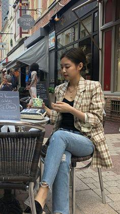Kim Jennie of Blackpink - moda Kpop Outfits, Mode Outfits, Korean Outfits, Casual Outfits, Blackpink Fashion, Korean Fashion, Trendy Fashion, Fashion Outfits, Trendy Style