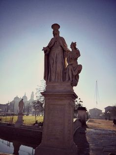 Andrea Memmo, patrizio veneziano nominato Provveditore a Padova, nel 1775 ebbe l'idea di riqualificare tutta l'area di Prato della Valle per trasformarla in una grandiosa ed innovativa impresa in linea con analoghi progetti che si andavano attuando nelle capitali europee. L'attuale assetto del Prato nasce dunque dall'intento illuminato di risanare il Prato e ridefinirlo come centro funzionale a tutta la città, mantenendone il carattere di luogo di ritrovo e di centro commerciale. Padova, Statue Of Liberty, 18th, Greek, Travel, Venetian, Flashlight, Portion Plate, Museum
