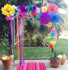 Paper Flower arch Wedding Decor 2015 Fresno Ca Mexican Birthday Parties, Mexican Fiesta Party, Fiesta Theme Party, Summer Party Themes, Ideas Party, Mexican Party Decorations, Wedding Decorations, Outdoor Birthday Decorations, Deco Ballon