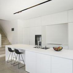 Totaalinrichting RB keuken - alle realisaties - Realisaties - Emmanuel Fraeye - via www. Contemporary Kitchen Design, Interior Design Kitchen, Diy Interior, Farmhouse Kitchen Decor, Diy Kitchen, Küchen Design, Design Layouts, Design Ideas, Minimalist Kitchen