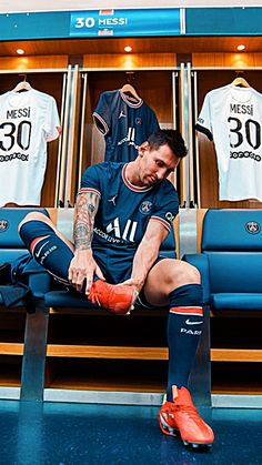 Soccer Senior Pictures, Messi Pictures, Livescore Soccer, Kid Naruto, Neymar Psg, Messi Fans, Lionel Messi Wallpapers, Pogba, Lionel Messi Barcelona