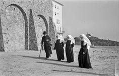 Jung Benedek bencés szerzetes és vincés nővérek Pannonhalmán (1942-43 körül)
