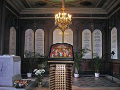 ST PETERSBURG \\ the remains of Nicholas II and his family were re-interred in the small Chapel of St. Catherine on July 17, 1998.