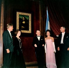 First Lady Jackie Kennedy at the Mona Lisa exhibit in the National Gallery of Art in Washington, Jacqueline Kennedy Onassis, Les Kennedy, Jaqueline Kennedy, John F Kennedy, Caroline Kennedy, Pink Gowns, Pink Dress, Sophia Loren, Grace Kelly