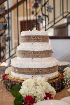 Love the wood round!  We have these!  www.sawyerfamilyfarmstead.com  Burlap Wedding Cake