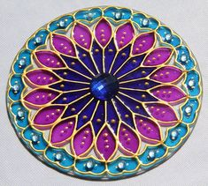 originalyexclusiva   MANDALAS Dot Art Painting, Acrylic Wall Art, Painting Patterns, Fabric Painting, Mandala Artwork, Mandala Painting, Mandela Rock Painting, Old Cd Crafts, Cd Art