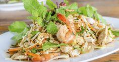 Une salade qui ressemble avec les ingrédients d'un rouleau de printemps mais sans la difficulté.
