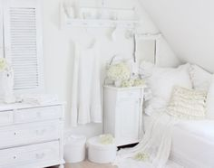 White Bedrooms ideas for harmony and serenity All White, White Light, White Rooms, Home Reno, White Houses, Model Homes, Dream Bedroom, Bedroom Decor, Bedroom Ideas