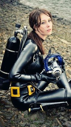 Gorgeous brunette in black diving suit hapwater photography Women's Diving, Diving Suit, Diving Lessons, Scuba Wetsuit, Technical Diving, Rubber Catsuit, Latex Cosplay, Daily Bikini, Scuba Girl