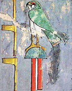 """Oeste: Es el punto por donde se produce la puesta de sol, el emplazamiento del Mundo de los Muertos y el lugar donde, generalmente, situaron las necrópolis. Algunas deidades estaban asociadas a este punto cardinal; tal es el caso de la diosa Hathor en su forma de Amentit, que llevaba el titulo de """"Señora de Occidente"""" encargada de la protección de los muertos aunque de forma subordinada, las divinidades de las necrópolis estaban también asociadas a este punto cardinal. Símbolos del Oeste…"""