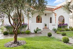 Luxury Spanish Villa by BEAU CASA in Jefferson Park is a dream come true! Spanish Style Homes, Spanish House, Spanish Style Interiors, Spanish Revival Home, Spanish Style Bathrooms, Spanish Colonial Homes, Spanish Men, Spanish Garden, Tuscan Style Homes