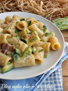 pasta zucchine e pancetta cremosa Pasta Con Zucchini, Pasta Recipes, Cooking Recipes, Healthy Recipes, Pasta Casera, Italy Food, Rigatoni, I Love Food, Pasta Dishes