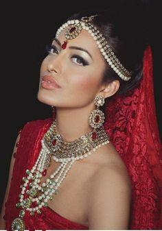 Braut-Accessoires mit vielen Perlen