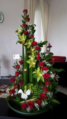 big red roses arrangement