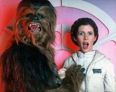 Behind the Scenes of Star Wars: Carrie Fisher (Leia) and Peter Mayhew (Chewbacca) Carrie Fisher, Todd Fisher, Film Star Wars, Star Wars 7, Princesa Leia, Top Photos, Photos Du, Rare Photos, Rare Pictures
