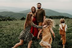 family photography Blue Ridge Mountain Family Photoshoot at Max Patch near Asheville, North Carolina Fall Family Portraits, Family Portrait Poses, Family Picture Poses, Fall Family Pictures, Family Picture Outfits, Family Photo Sessions, Family Posing, Family Pics, Young Family Photos