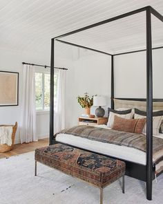 Gorgeous modern master bedroom with canopy bed frame and rich textiles #home #style #interiordesign Amber Interiors tessaneustadt