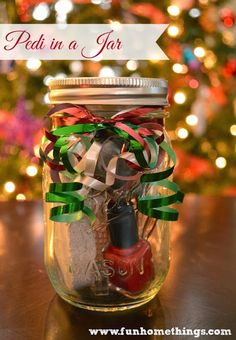Fun Home Things: Homemade Gift Ideas--Pedi in a Jar - I thought something like this might be cute for Judy.but I don't know if a jar would be a hassle to mail. Maybe a holiday mani/pedi in a puffy envelope instead? Homemade Christmas Gifts, Homemade Gifts, Christmas Fun, Holiday Fun, Xmas, Creative Gifts, Cool Gifts, Stone Nails, Mason Jars