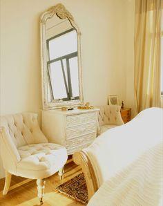 white & cream bedroom ~ desiretoinspire.net