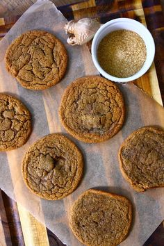 Thin & Chewy Gingersnap Cookies From: Feast On The Cheap, please visit Köstliche Desserts, Delicious Desserts, Dessert Recipes, Yummy Food, Sweet Desserts, Yummy Cookies, Yummy Treats, Sweet Treats, Ginger Snap Cookies